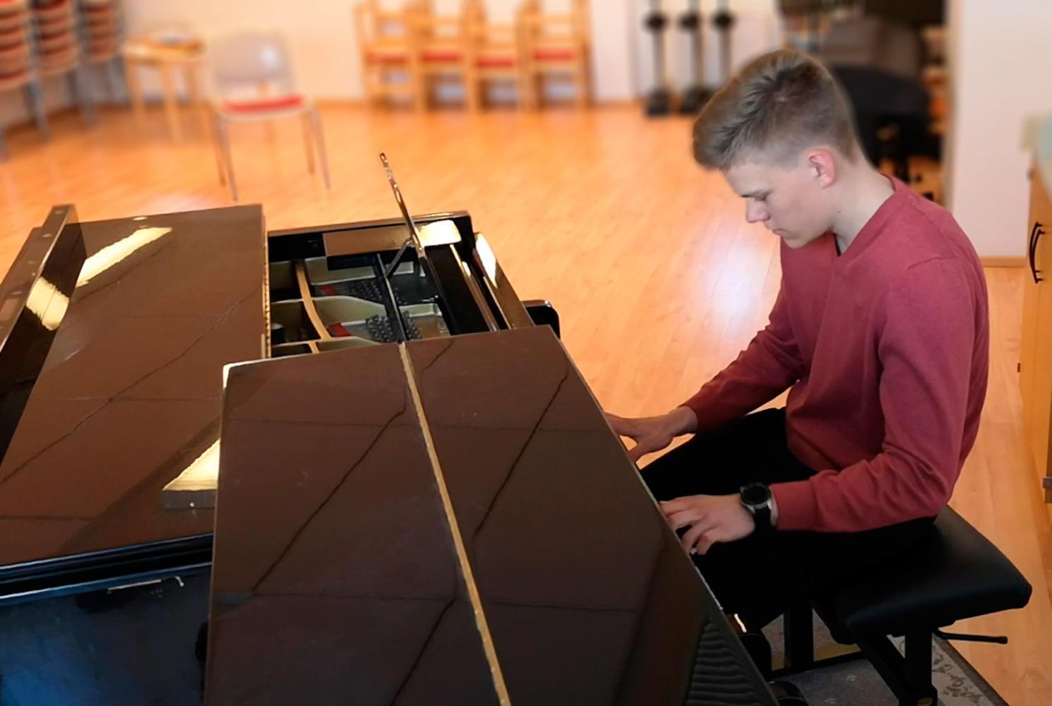 Adrian-Wuorio_piano