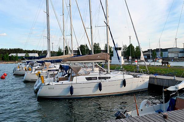 Veneitä, kajakkeja ja muita merenkulkuvälineitä vuokralla